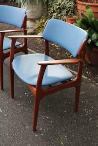 Paire de fauteuils danois designer erik buch annees 60 for Fauteuil design danois