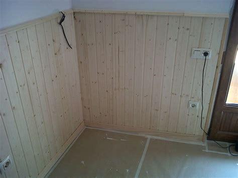colocacion de enchufes  interruptores en friso de madera