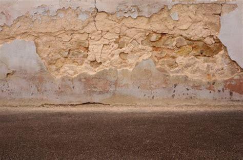 Putz Bröckelt Der Wand Ursache by Feuchtigkeitssch 228 Den Die Folgen
