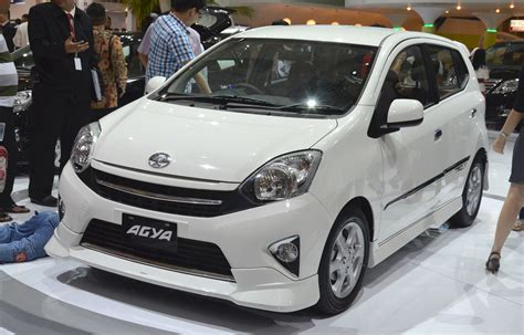 Toyota Agya Picture toyota agya makes it a debut at iims