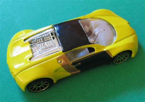 Hot Wheels Bugatti Veyron 2007 Mystery Car #14