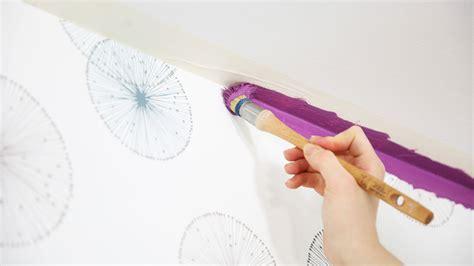 peindre du papier peint comment peindre sur du papier peint peintures de couleurs pour les int 233 rieurs et les