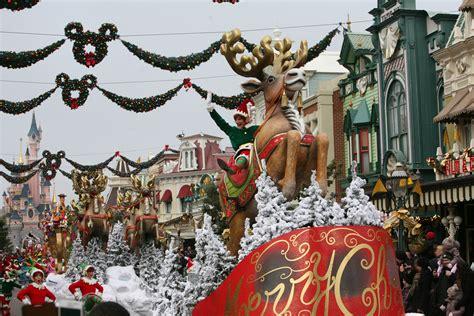 when dies disneyland paris decorate for christmas disneyland 2014 attractiontix