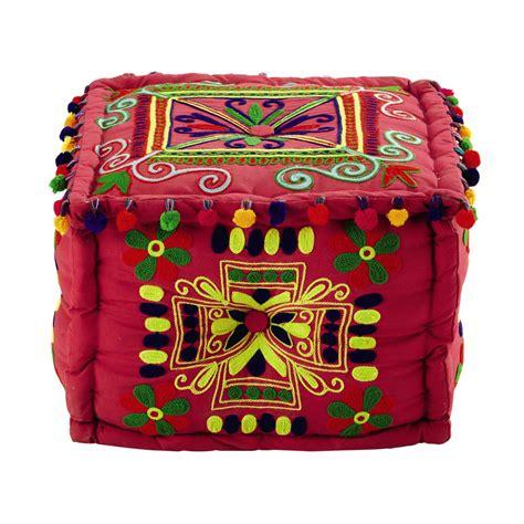 pouf à pompons en coton brodé multicolore frida maisons
