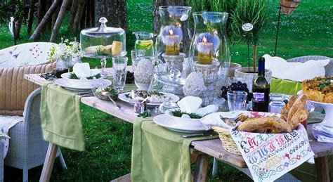 apparecchiare in giardino come apparecchiare la tavola per una cena in giardino