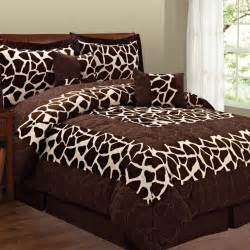 i found the cutest giraffe bedding
