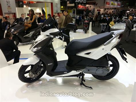 Review Kymco K Xct 200i by Kymco 16 Agility 200i Side View