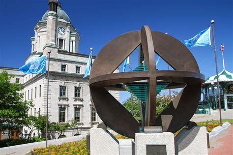 file monument de l unesco avec l ancien bureau de poste en arri 232 re plan qu 233 bec jpg wikimedia