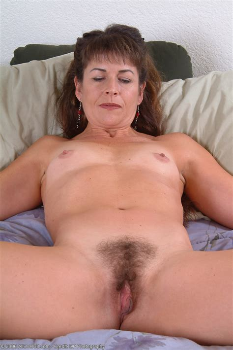 Thick Pussy Milf Shows Off Her Goods Pichunter