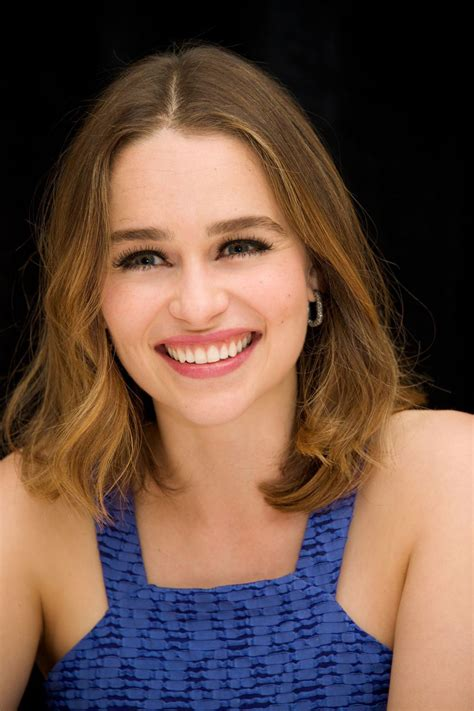 The first time with emilia clarke(видео, 2017). Emilia Clarke - 'Me Before You' Press Conference Portraits in New York City, May 2016