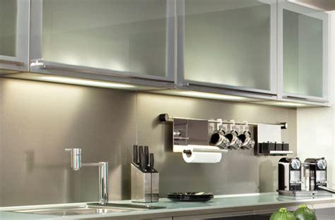 re eclairage cuisine relooker une cuisine rustique darty vous
