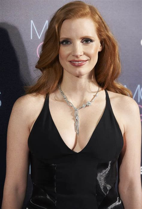 actress jennifer chastain jessica chastain hollywood actress serves curves in