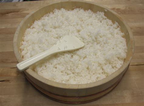 rice in rice cooker how to cook sushi rice in a rice cooker