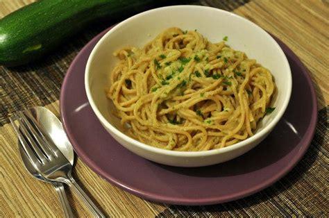 cuisiner une courgette spaghetti recette spaghetti à la crème de courgettes
