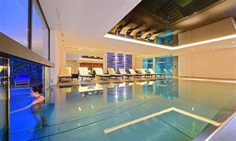 pool mit glasboden ihr hotel mit pool in s 252 dtirol ziehen sie ihre bahnen waldrast it