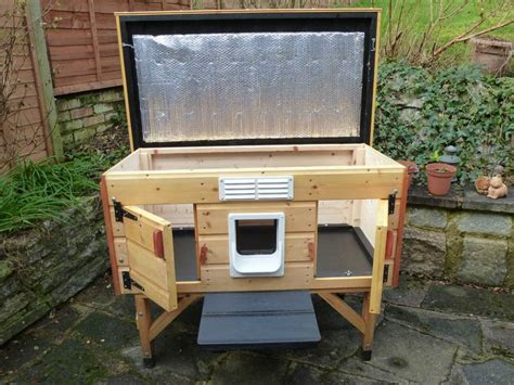 wooden outdoor cat house shelter     cats