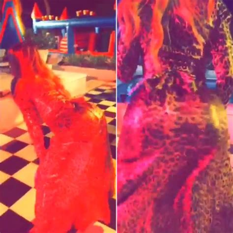 Video Khloe Kardashian Twerking Shows Off Moves At Kendall And Kylies Party Hollywood Life