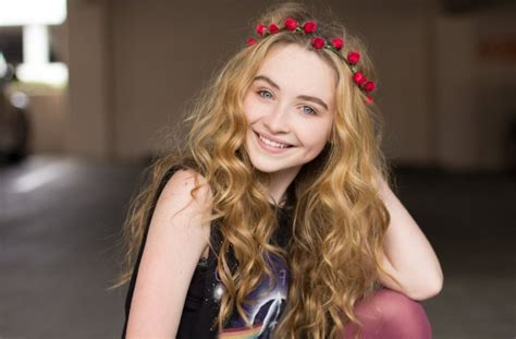 Sabrina Carpenter Height, Weight, Age. Body Measurements
