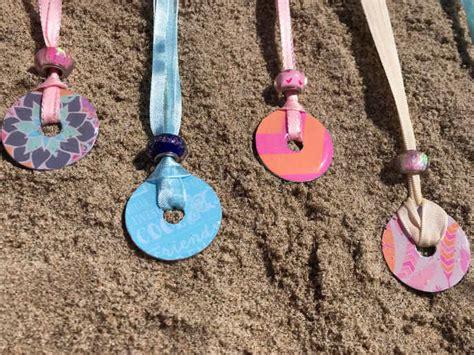 traumfänger basteln aus naturmaterialien ketten selber machen kinder basteln mit kindern schleichtier ketten selber machen a