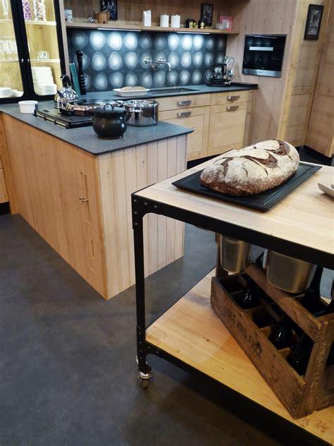 cuisine plan de travail noir atelier culinaire cuisine chêne massif clair desserte