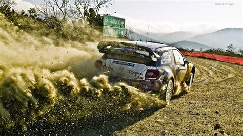 Ils se disputent sur les routes publiques, bien fermées. Sébastien Loeb Rally EVO | Blacknut - Jeux Vidéo en Streaming