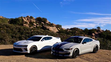 Gt350 Vs Camaro by Ford Shelby Gt350 Vs Chevy Camaro Ss Throwdown