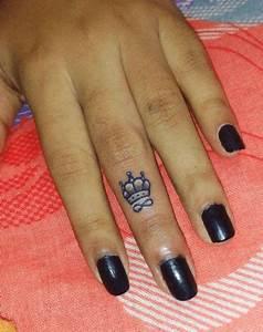 Tatouage Sur Doigt : les 25 meilleures id es de la cat gorie tatouage doigt couronne sur pinterest tatouages de ~ Melissatoandfro.com Idées de Décoration