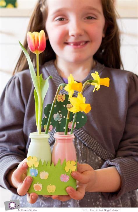 frühlingsbasteln mit kleinkindern basteln mit kindern kleine actimel vasen f 252 r fr 252 hlingsblumen basteln basteln fr 252 hling
