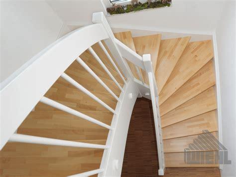 1 2 gewendelte treppe 1 2 gewendelte treppe in buche keilgezinkt wangen und