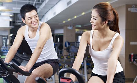 Here's How To Successfully Pick Up Women At The Gym