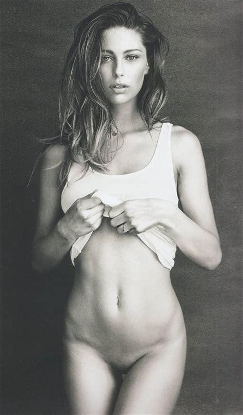 Mathilde Goehler Posa Desnuda Ante La Cámara De Bjarke