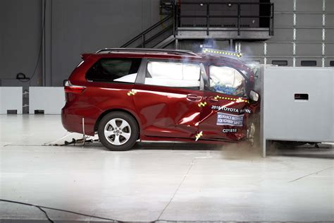 Minivans Crash Test by Iihs Finds Mixed Results In Minivan Crash Tests