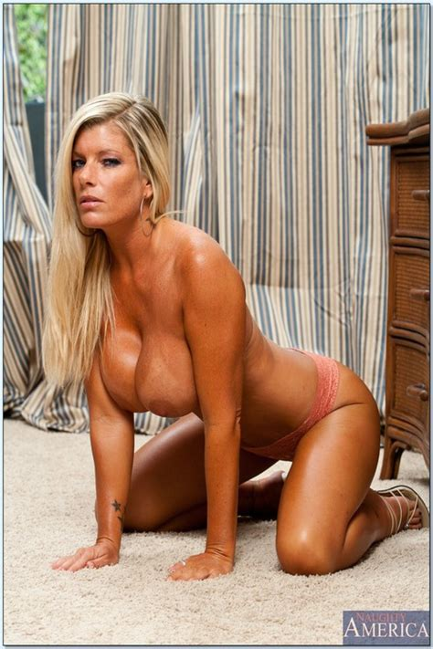 tight and big ass blondie teasing on the floor photos kristal summers big tit avenue