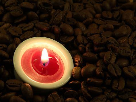 kerze mit kaffeebohnen  hintergrundbild kostenlos