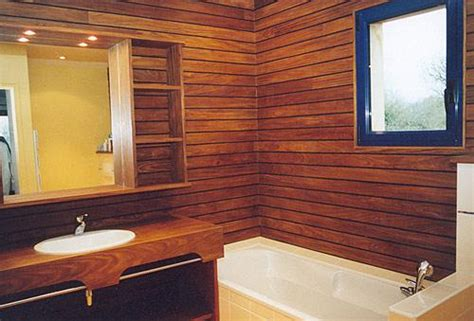 finition mur lambris bois mzaol