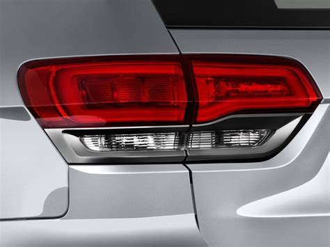2017 jeep grand cherokee light image 2017 jeep grand cherokee laredo 4x2 tail light