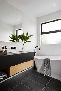 Modern black and white bathroom with black tile matte for Black and white modern bathroom