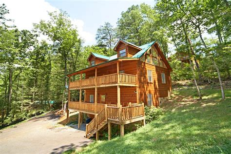 gatlinburg cabin rentals cabin rentals between pigeon forge and gatlinburg