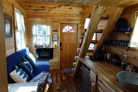 tiny log cabin  wheels    rent  portland