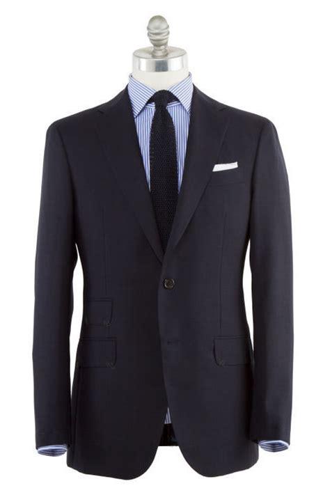 Setelan Koko Biru 5 jenis pakaian yang wajib dimiliki oleh pria modern