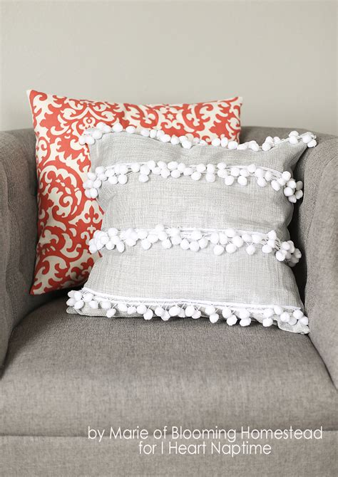 Decorative Pillow Ideas by 10 Diy Throw Pillow Ideas