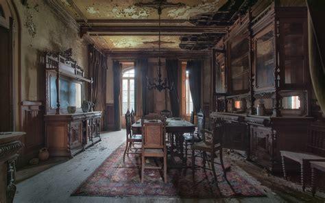 stunning abandoned homes  surprisingly full  life