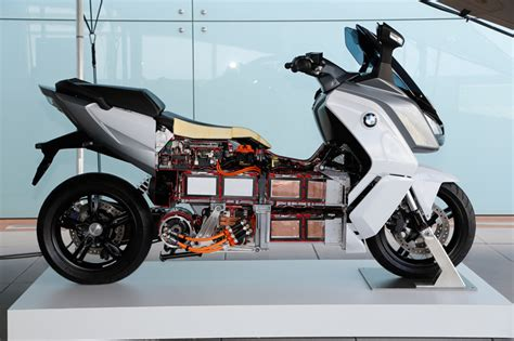 Bmw Electric Motorcycle by The Fully Electric Bmw C Evolution Motorcycle Utilizes
