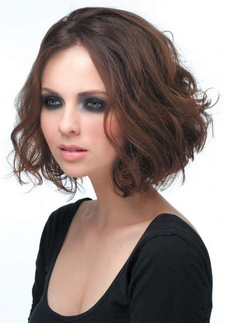 Coupe De Cheveux Mi Long Brun