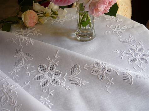 nappe de table brodee linge ancien antiquit 233 s mercerie ancienne au souffle d antan linge de maison linge de table