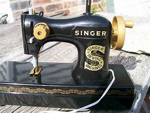 Working Toy Sewing Machine Singer Battery Operated 1
