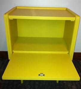 Table De Chevet Jaune : ancienne table de chevet revisitee en jaune f b atelier darblay le meuble d 39 c t ~ Melissatoandfro.com Idées de Décoration