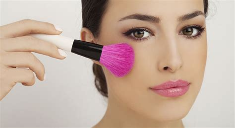 photo de maquillage comment affiner visage avec du maquillage cosmopolitan fr