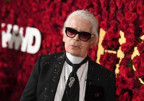 Photo: Karl Lagerfeld s'est laissé pousser la barbe et ça ...