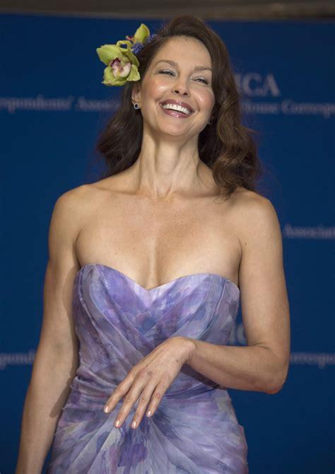 Anna Kendrick Desktop Wallpaper Ashley Judd Hollywood Actress Wallpapers Download Free Mrpopat